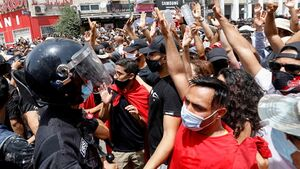 300px المظاهرات أمام البرلمان التونسي، 25 يوليو 2021